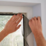 Kép 2/4 - Szúnyogháló ablakra, tépőzárral, 130 x 150 cm - fekete